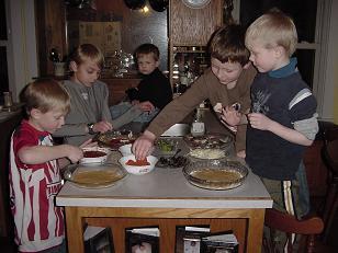 boysmakingpizzassm.JPG