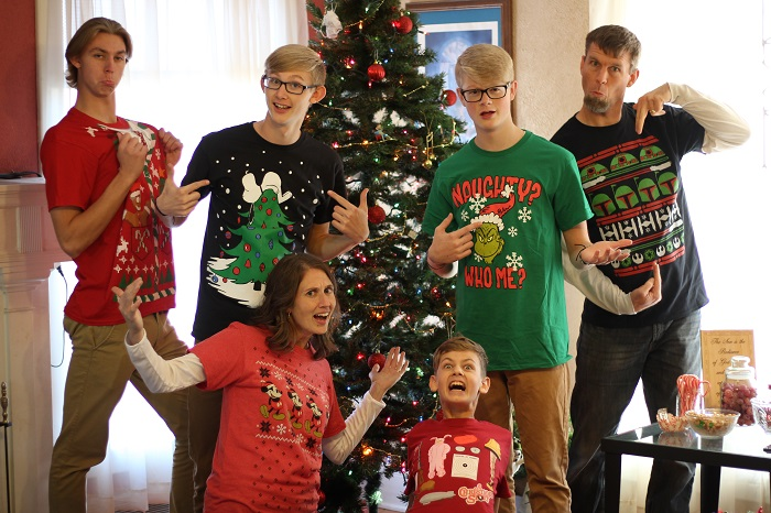 family-christmas-silly700