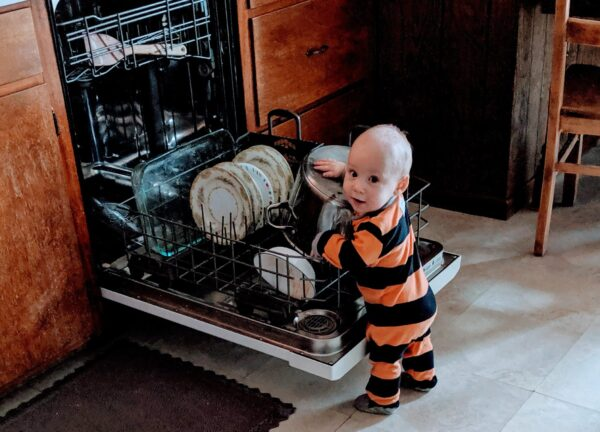 baby at dishwasher