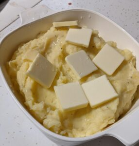 pan of mashed potatoes